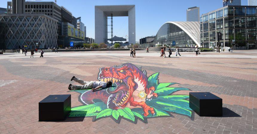 Une œuvre d'art anamorphose éphémère sur la place de La Défense