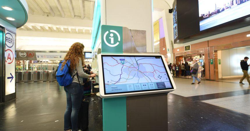 A La Défense la RATP déploie ses écrans d'informations voyageurs «Zenway»