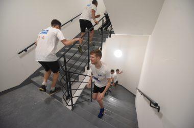 Plus d'un millier de grimpeurs ont gravi les 954 marches de la tour First