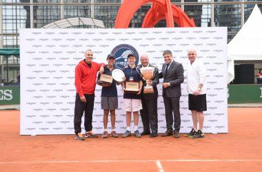 Agassi et Corretja assurent le show à La Défense pour la finale des «Longines Future Tennis Aces»