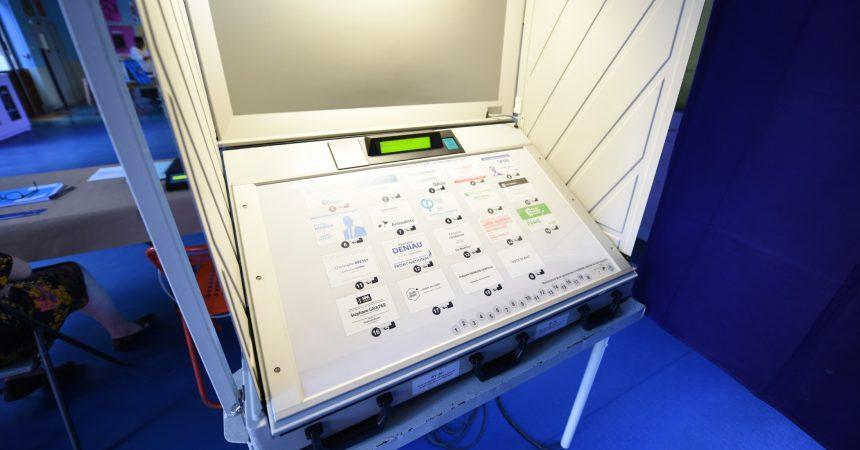 Des élus de Courbevoie demandent le retour du vote papier