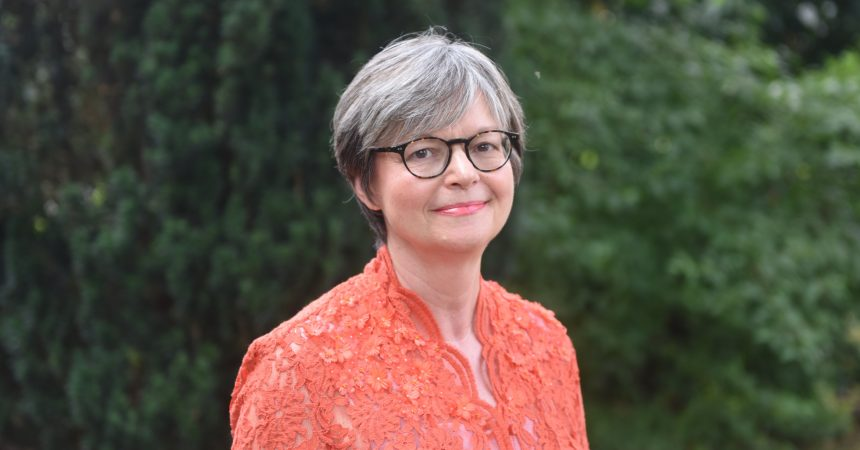 Législatives : Christine Hennion, la candidate En Marche l'emporte face au Républicain Jean Spiri