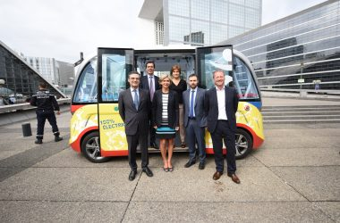 Valérie Pécresse vient lancer les navettes autonomes à La Défense