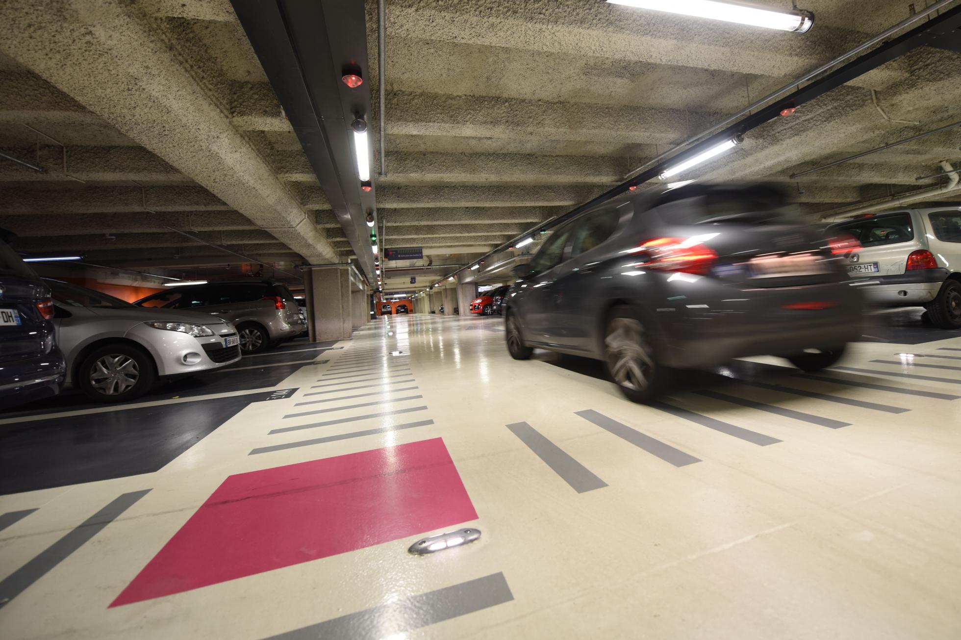 cet t garez vous pour pas cher dans les parkings de la. Black Bedroom Furniture Sets. Home Design Ideas