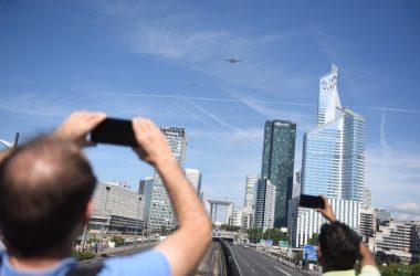 Le passage des avions et des hélicoptères pour le 14 juillet passionne