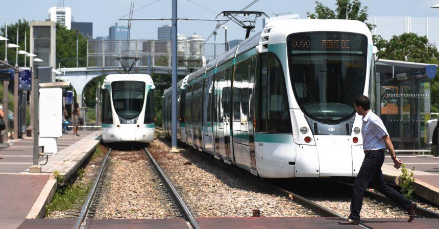 Pour ses vingt ans le tramway T2 s'arrête entre Puteaux et Parc de Saint-Cloud jusqu'au 21 juillet