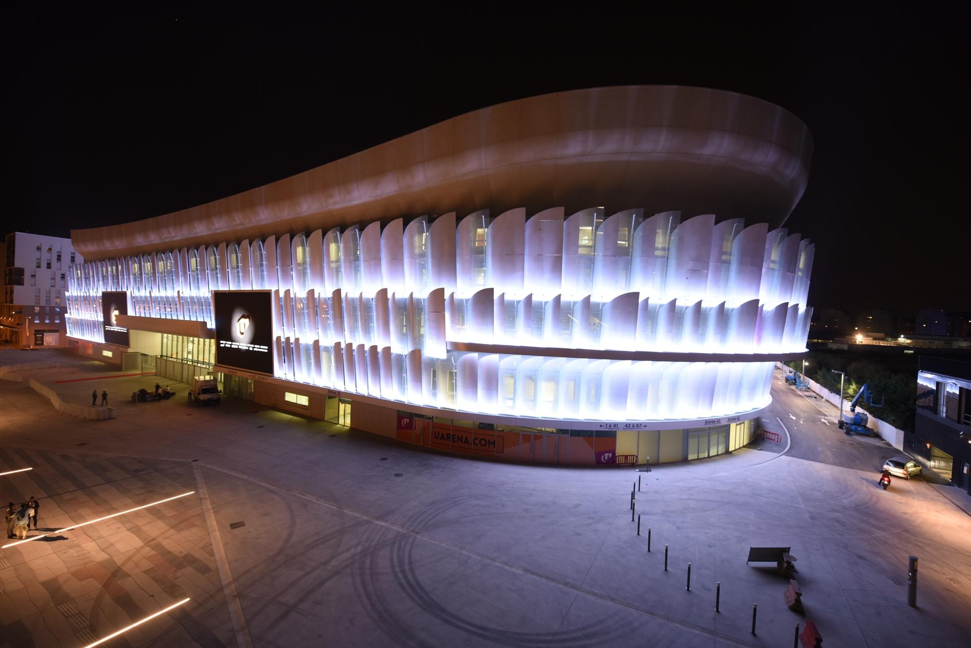 Enceinte ultra moderne la u arena a enfin t inaugur e for Interieur u arena