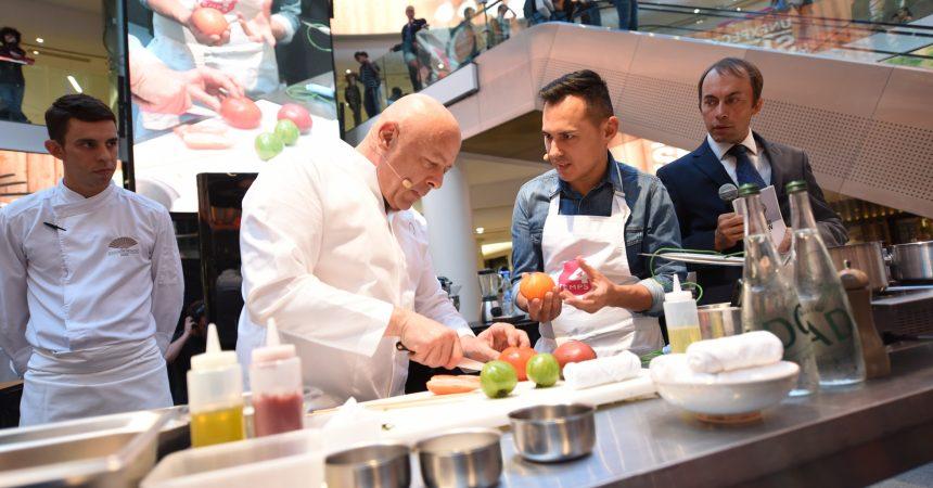 Thierry Marx se livre à un nouveau show culinaire avec le youtubeur Hervé Cuisine