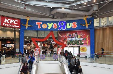 Dans l'antre du Toys 'R' Us de La Défense, l'un des plus grand magasin de jouets d'Europe