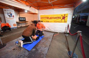 A Courbevoie on se mobilise pour le Téléthon avec un massage cardiaque en relais pendant 24 heures