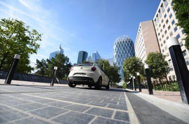 Une route solaire au pied des tours de La Défense