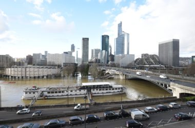 Crue de la Seine : l'eau continue sa lente montée sur l'ile de Puteaux et Neuilly
