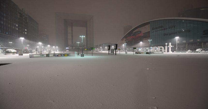 La Défense se réveille sous un épais manteau blanc