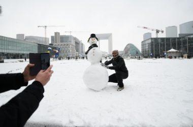 La Défense, la neige et ses bonhommes
