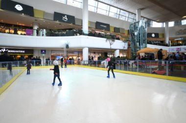 Pendant les vacances d'hiver les enfants peuvent profiter d'une patinoire gratuite aux 4 Temps