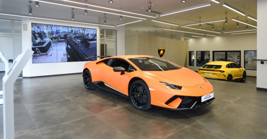 la luxueuse marque italienne lamborghini ouvre un showroom la d fense defense. Black Bedroom Furniture Sets. Home Design Ideas