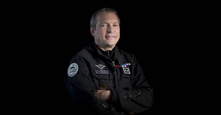 Jean-Michel Fauvergue, ex-flic au RAID en dédicace ce jeudi à la Fnac de La Défense