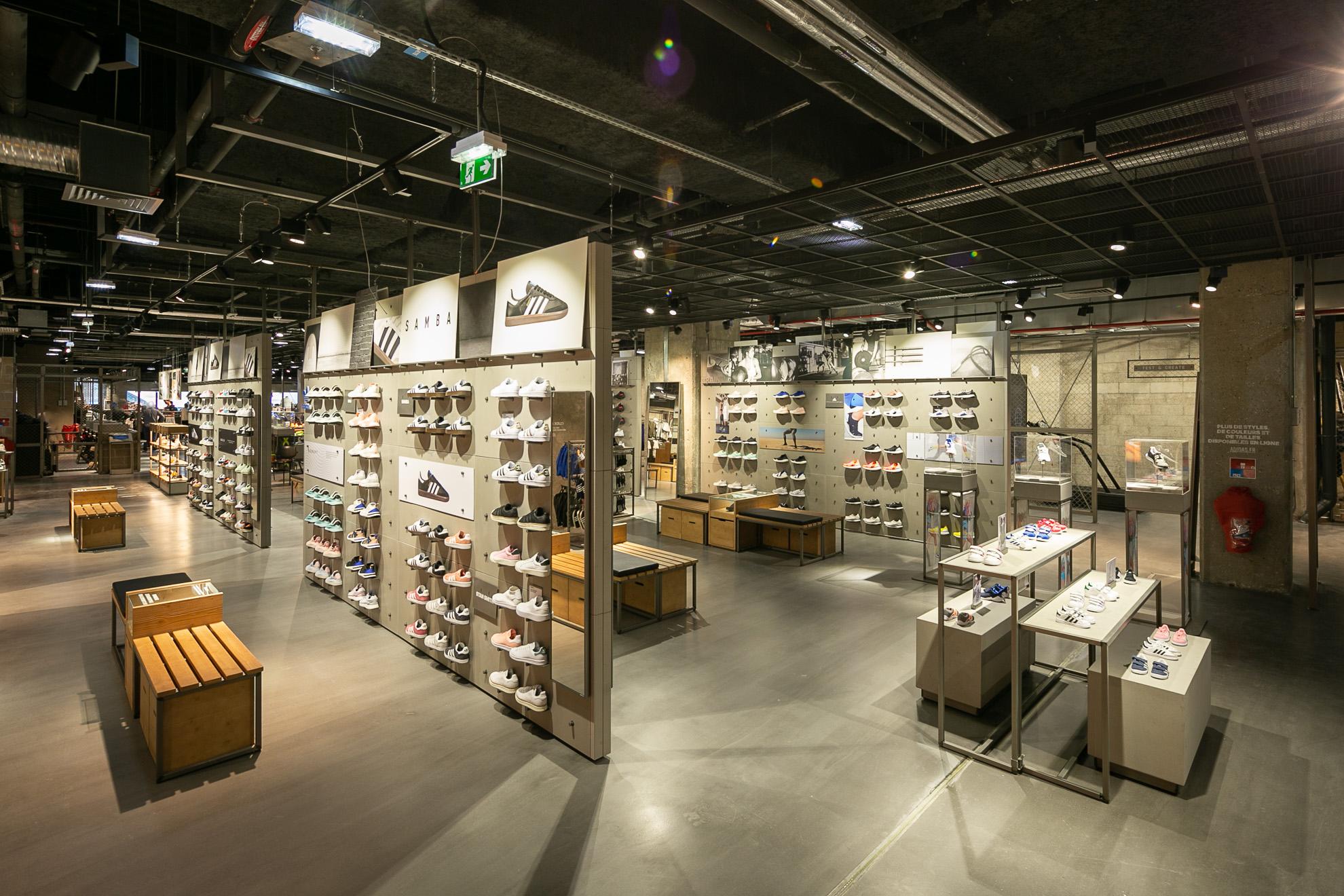 aux 4 temps adidas ouvre son nouveau temple d di au. Black Bedroom Furniture Sets. Home Design Ideas