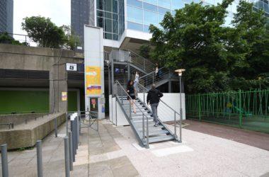 Un nouvel escalier pour monter sur la dalle de la Coupole