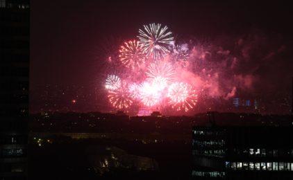 Au sommet de l'Arche, un millier de personnes sont venus admirer les feux d'artifice