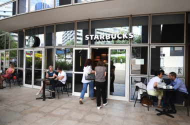 Le Starbucks de l'hôtel Sofitel passe à l'heure d'été