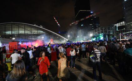Les pompiers enflamment le parvis de La Défense pour leur traditionnel bal du 14 juillet