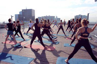 Du Yoga Vinyasa sur le Toit de l'Arche