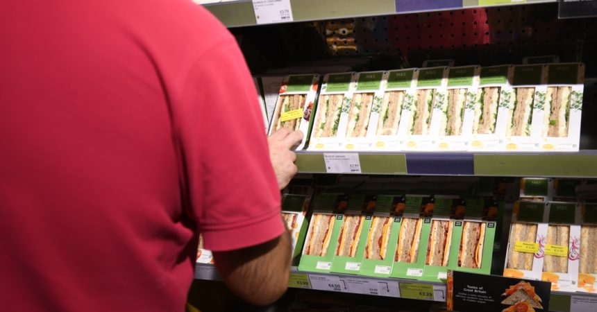 Un hard Brexit priverait de sandwiches les clients du Marks & Spencer de La Défense