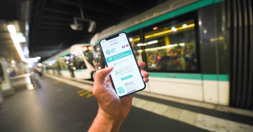 Surfer sur internet en Wi-Fi dans la gare de La Défense c'est maintenant possible (et gratuit)