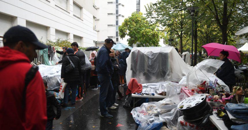 La brocante du Faubourg de l'Arche douchée par la pluie