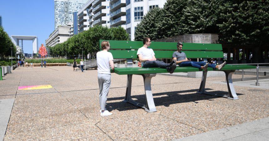 Le banc géant des Extatiques rejoint les 69 œuvres d'art du quartier