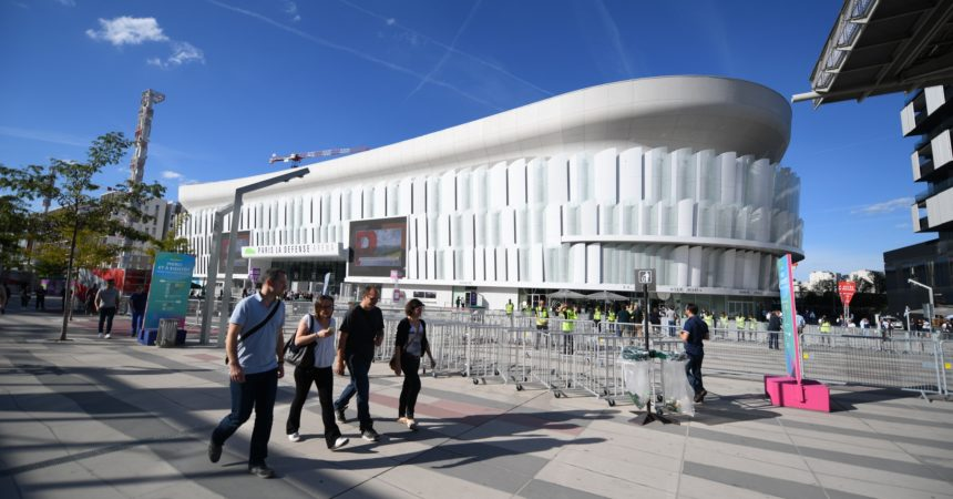 Mylène Farmer à la Paris La Défense Arena : «J'ai besoin du noir pour rentrer en scène»