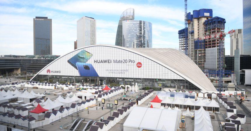 Huawei s'invite sur le Cnit avec une pub géante