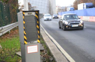 Le radar du boulevard circulaire de La Défense barbouillé de peinture