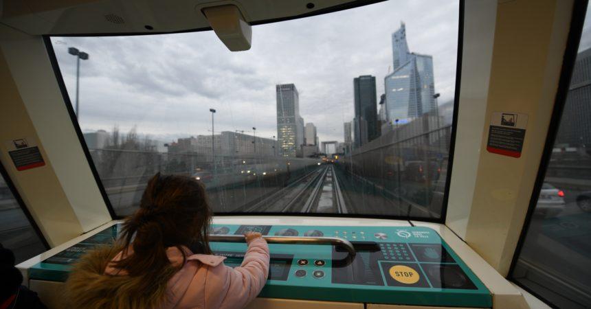 Sur la ligne 1 du métro les petits peuvent devenir de véritables petits pilotes