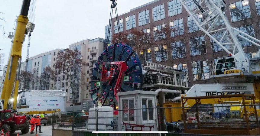 Chantier d'Eole : la roue de coupe du tunnelier Virginie descendue sous-terre