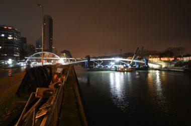 Pour le nouvel an la passerelle de Puteaux a poussé au-dessus de la Seine
