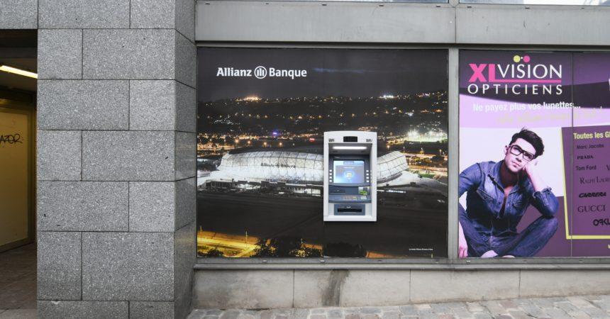 Allianz installe un distributeur de billets cours Michelet