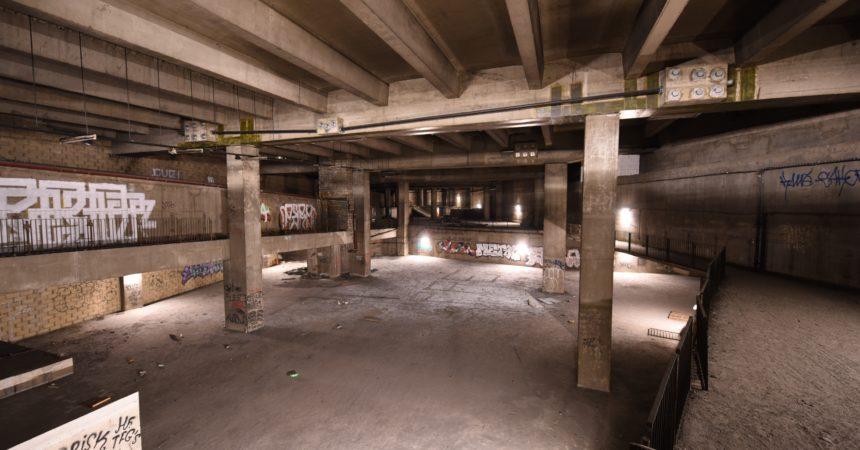 Le youtubeur AdcaZz par explorer les Cathédrales Englouties de La Défense et le chantier de la tour Trinity