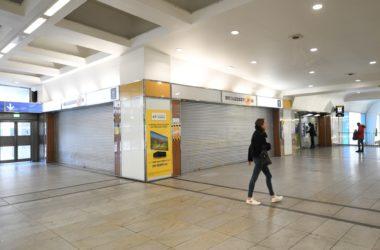 S'en est fini du bureau de Poste de la gare de La Défense qui ne réouvrira finalement pas
