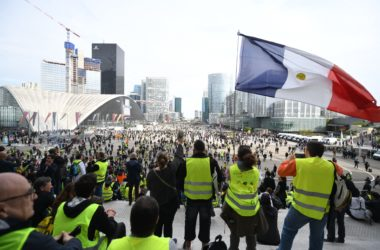 A La Défense, les «Gilets jaunes» dénoncent «l'art de l'optimisation fiscale»