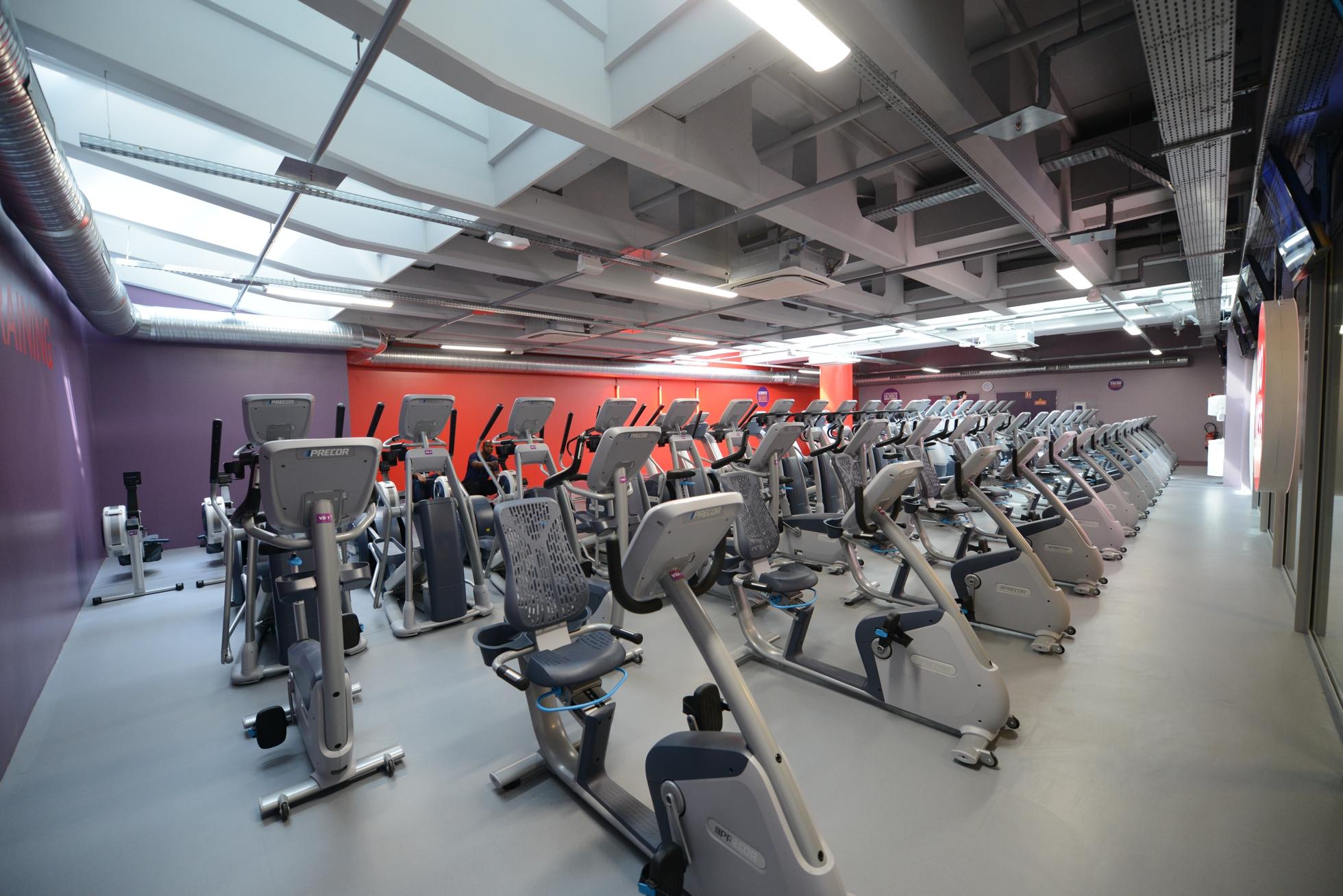 neoness la nouvelle salle de sport au pied de la grande arche defense. Black Bedroom Furniture Sets. Home Design Ideas