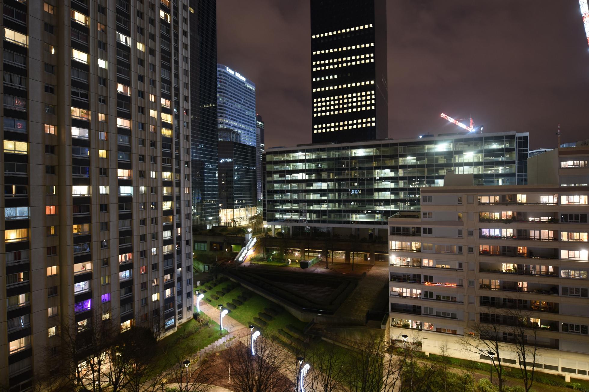 La population de puteaux et nanterre augmente celle de courbevoie chute defense - Piscine municipale de courbevoie ...